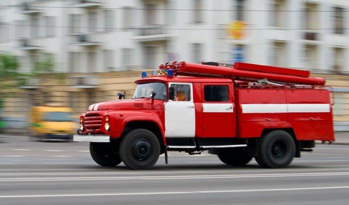 ВИркутске сгорел автомобиль Nissan Presage