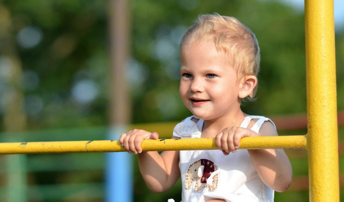 Двухлетней иркутянке требуется операция для  восстановления слуха