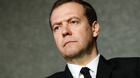 Петицию оботставке Медведева задень подписали 128тысяч человек