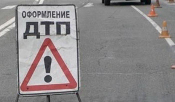 НаКултукском тракте пассажирский автобус врезался встолб