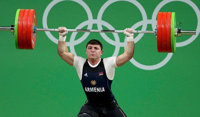 Армянский тяжелоатлет Карапетян вывернул локоть наОлимпиаде
