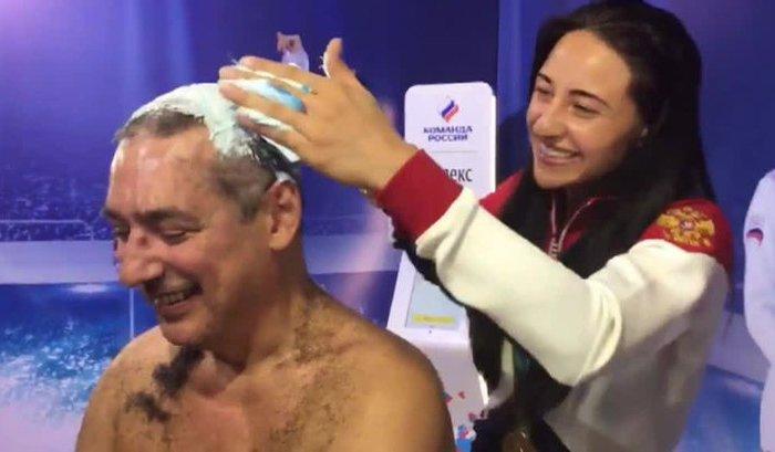 Тренер сборной России побрился наголо после успешного выступления фехтовальщиков наОИ