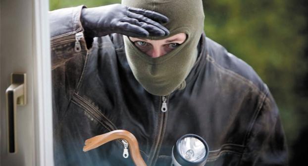 ВСаянске полицейские задержали предполагаемого квартирного вора