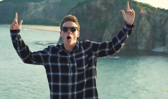 Британского блогера имузыканта раскритиковали заснятый вКНДР клип