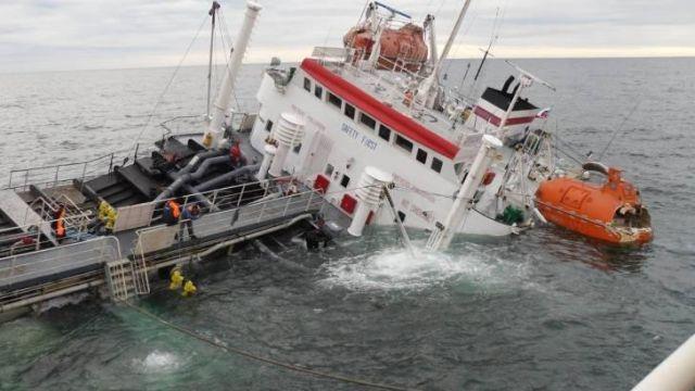 ВЯпонском море российское судно «Альфа» дало крен