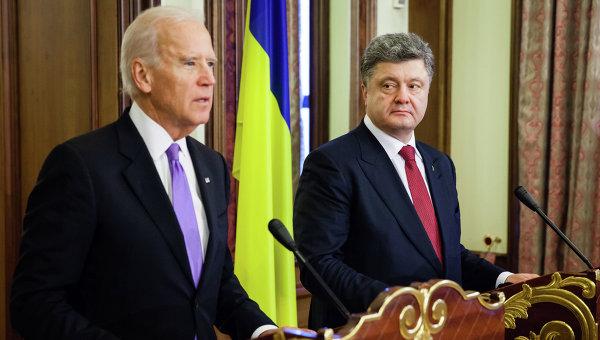 Байден требовал у Порошенко уволить генпрокурора, угрожая не дать займ