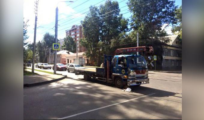 В центре Иркутска водитель грузовика насмерть сбил пешехода