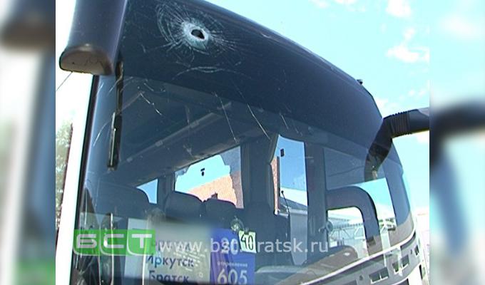 ВПриангарье неизвестные вмасках закидали камнями автобус «Братск-Иркутск»
