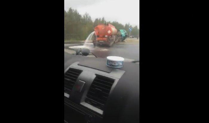 ПодБратском попавший ваварию бензовоз потерял несколько тонн топлива