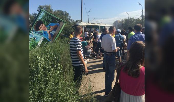 На съезде с Иркутного моста случилась крупная авария, есть пострадавшие