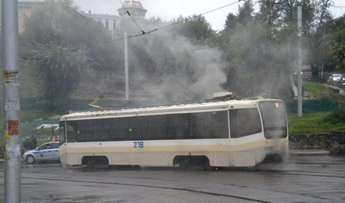 В Иркутске на выезде с Глазковского моста загорелся трамвай
