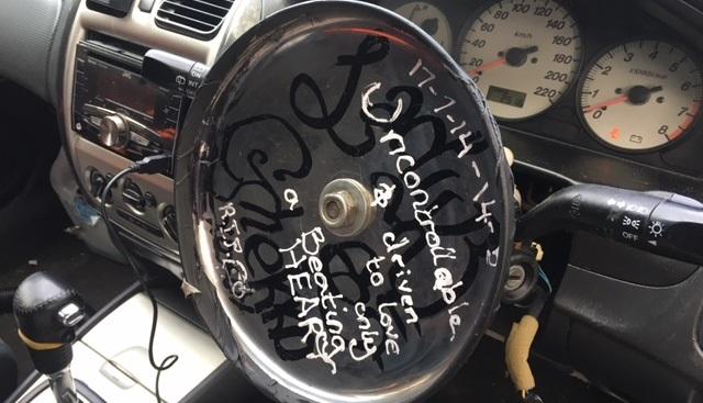 В Австралии водитель использовал сковороду вместо руля