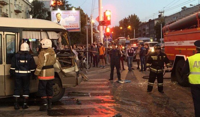 В страшном ДТП на пересечении Байкальской и Пискунова погиб водитель маршрутки № 2