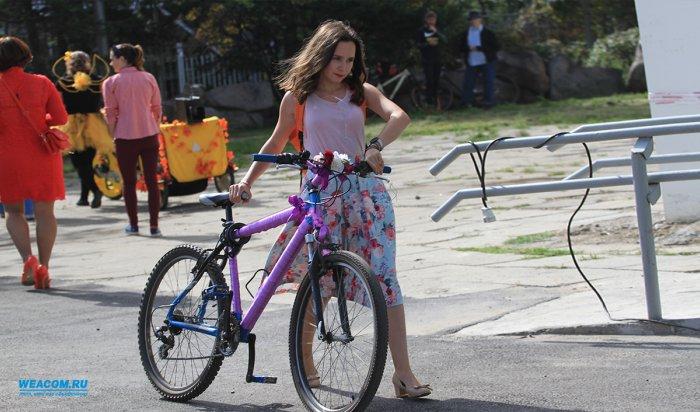 Иркутянки приняли участие ввелопараде «Леди навелосипеде»