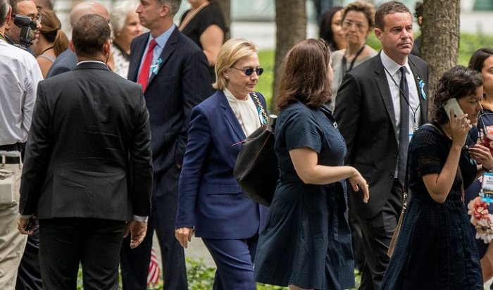 Клинтон упала вобморок натраурной церемонии вНью-Йорке