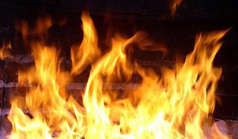 В Иркутске четверо молодых людей подожгли промышленный склад