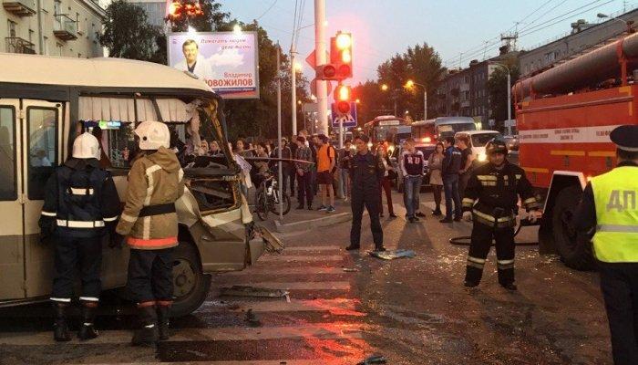 В Иркутске по факту ДТП с участием автобуса № 2 возбудили уголовное дело