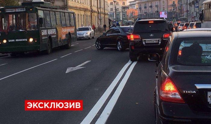 Кортеж губернатора Иркутской области обвинили в пересечении двойной сплошной (Видео)