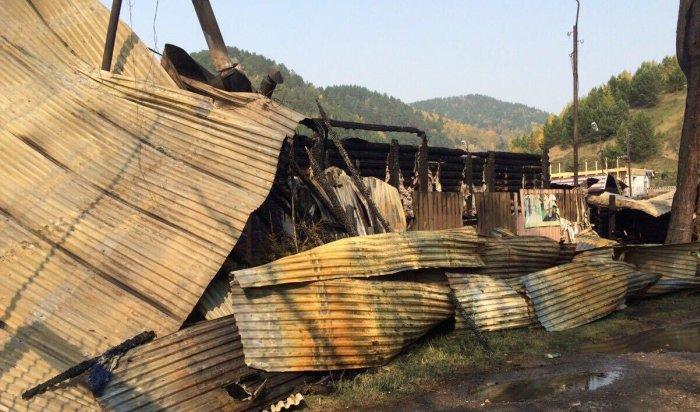 Ночью 25 сентября  в Листвянке сгорели кафе и часть рынка