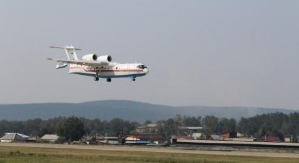 На тушение пожаров в Братский район направлено два самолёта Бе-200 МЧС