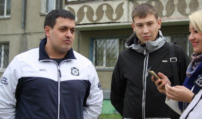 Двое жителей Ангарска задержали грабителя, напавшего наженщину