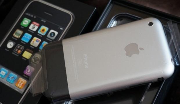 Москвич хочет продать самый первый iPhone за1,25миллиона рублей