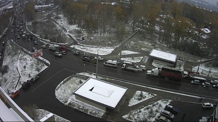 На дорогах Иркутского района образовались большие заторы из-за выпавшего ночью снега