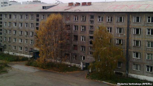 Замерзающие жители Иркутска написали накрыше слова «SOS, Путин, помоги»