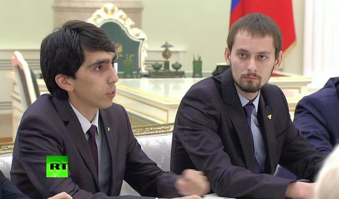 Учитель года растерялся после вопроса Путина озарплате