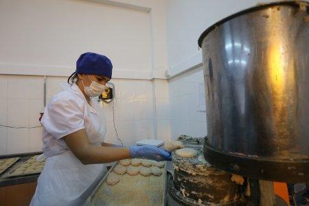 В Иркутске из школьных меню убрали кофе, перловку и свинину