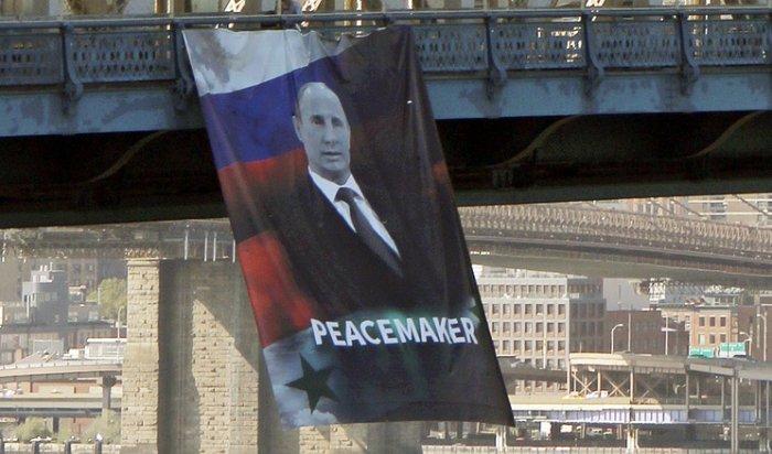 ВНью-Йорке появился огромный портрет Путина сподписью «миротворец»