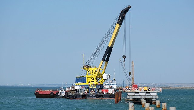 ВКерченском проливе затонул плавучий кран сэкипажем