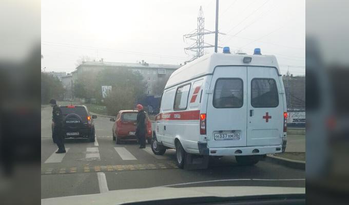 В Иркутске на бульваре Постышева водитель Kia Picanto сбила мужчину