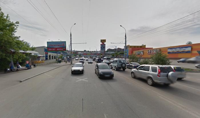 ВИркутске на улице Сергеева водитель «Хонды» сбил женщину сребенком искрылся