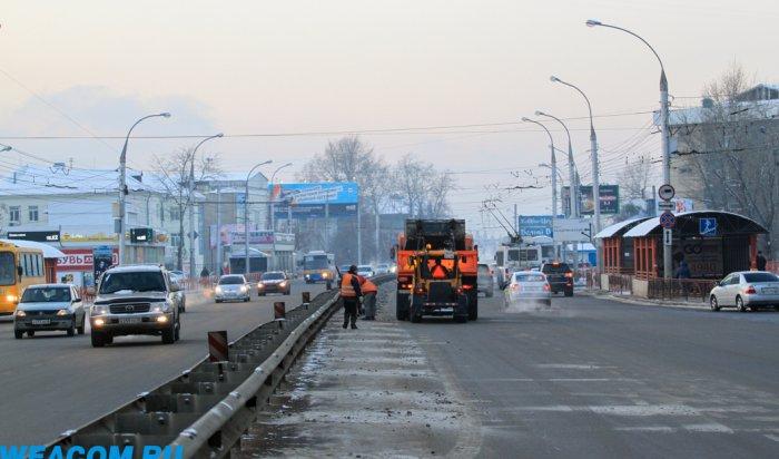 Улицы Иркутска убирают от снега 103 единицы техники и более 200 человек