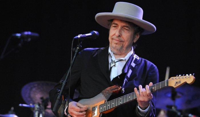 Поведение Боба Дилана, не отреагировавшего на получение Нобелевской премии, назвали грубым и высокомерным