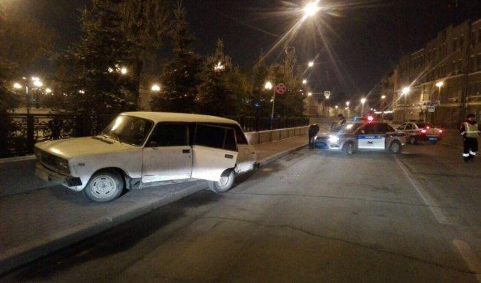 В Иркутске на улице Ленина задержали водителя, похитившего автомобиль (Видео)
