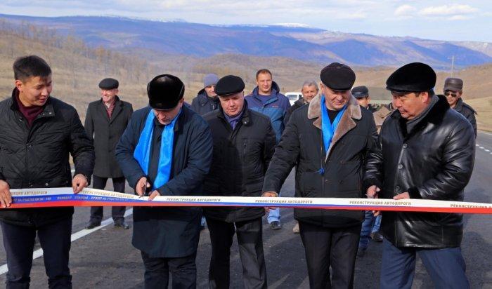 На автодороге Баяндай-Еланцы-Хужир ликвидировали последний гравийный разрыв