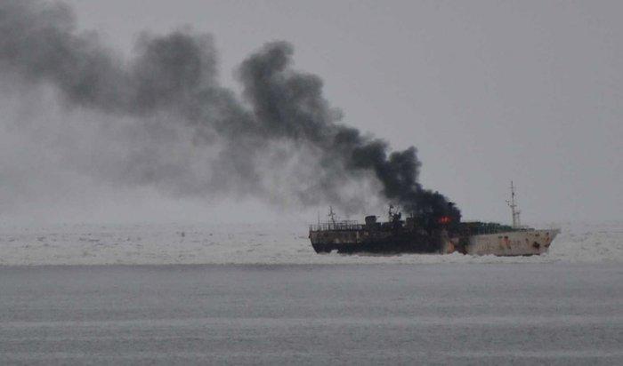 ВТихом океане горит судно с52людьми наборту