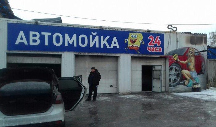 В Иркутске на улице Ширямова сгорела автомойка, погиб человек