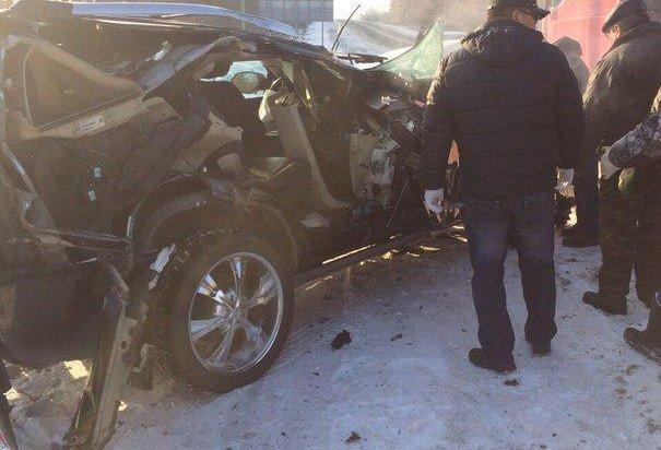 В Шелеховском районе Cadillac Escalade врезался в припаркованный грузовик