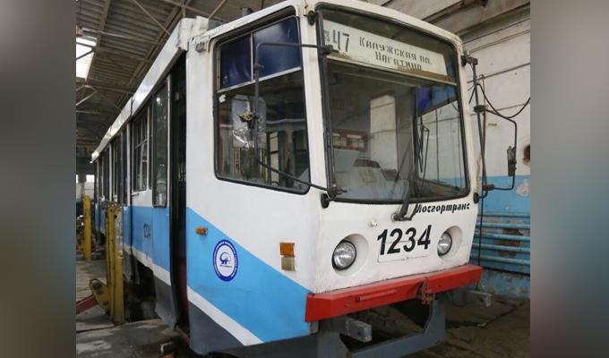 В Иркутск пришли трамваи, подаренные мэрией Москвы