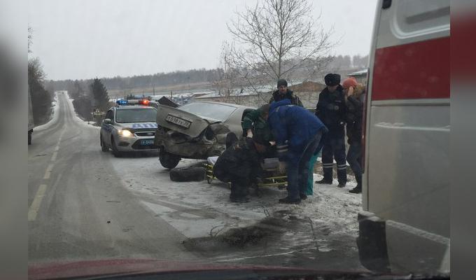 В Иркутском районе столкнулись  Toyota Corolla и Hyundai Santa Fe, пострадал один из водителей
