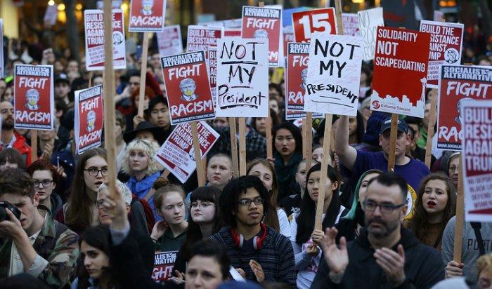 Тысячи человек вСША вышли наакции протеста против избрания Трампа