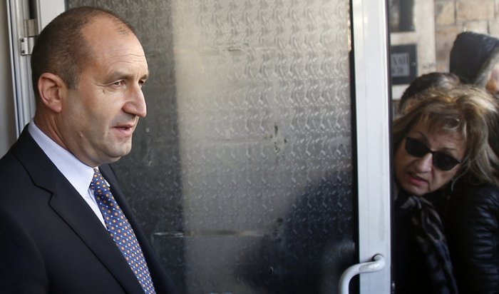 Социалист Радев победил навыборах президента Болгарии