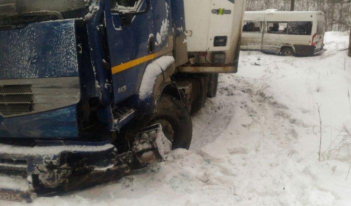В Шелеховском районе маршрутка с пассажирами съехала в кювет, трое госпитализированы
