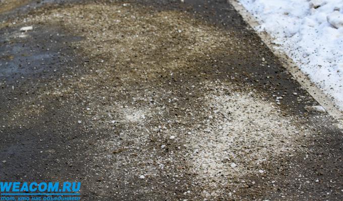 В Иркутске за прошедшие сутки на обработку дорог израсходовано 1062 тонны песко-соляной смеси