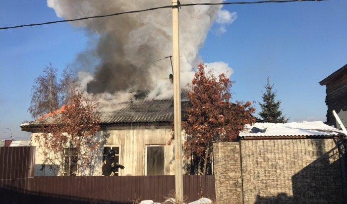 В Иркутске на улице Давыдова горел жилой дом