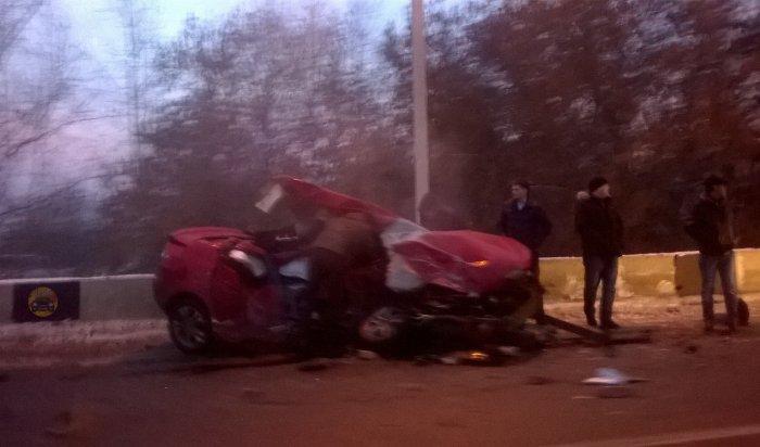 В Иркутске на Олега Кошевого произошла авария с участием трех машин, двое водителей пострадали (Видео)