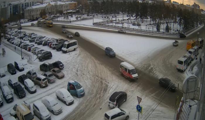 Улицы Иркутска убирают от снега 116 единиц техники